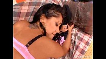 thick and latinas short Lesbianas sexo oral forzado10