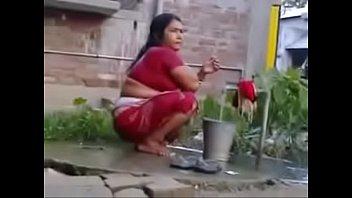 indian wife saari Masterbating while shiting