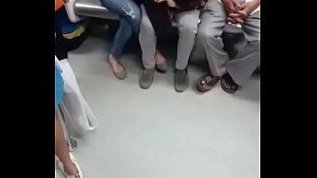 metro verga sacando el en Jappanese mom sex