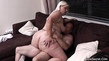 amateur handjob cock and rides gives babe Perdiendo mi birginidad con un pepino