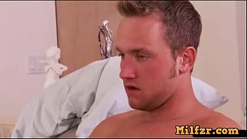 hijo madre ensea a su Private tutor with young student