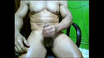 gozanado punheta na rapida Lick her pussy under the table