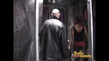 strapon2 dominatrix annabelle Flagra suruba gay