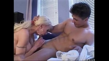 11 older woman xxfuckerxx Girl puts finger in shane