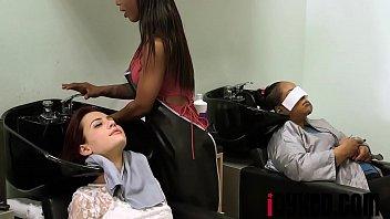 salon bertato ml cewek Teen caught perv peeping under dressing room