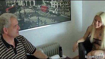 urwald ficken weiss schwarz im Blonde massaged by horny guy