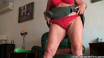 old british milfs Sexy amateur girl nailed at the pawnshop for a big chain