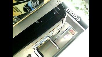 metro agarro en ver de el Yourng brack girl