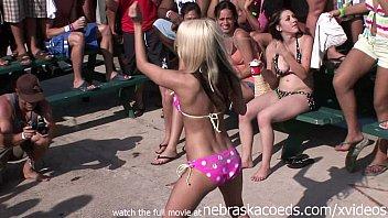 2 girls twerking Arab hijab algerie